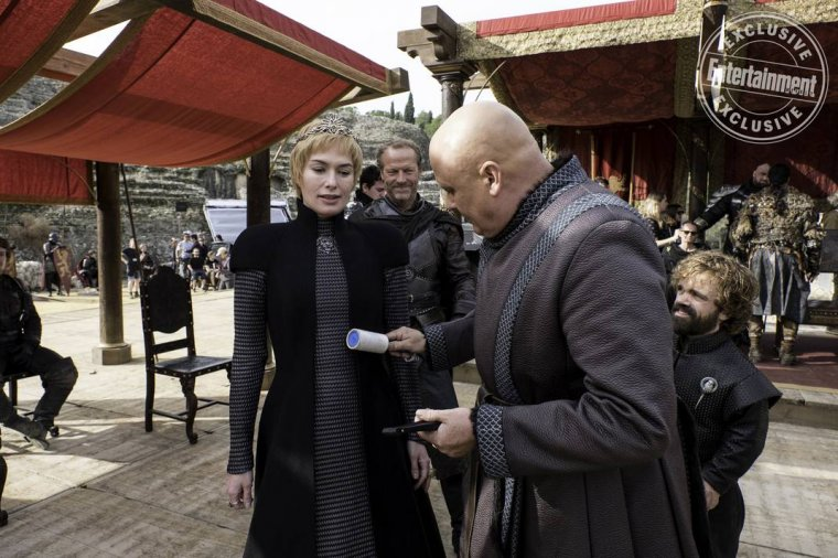 Game of Thrones - Conleth Hill (Varys) nettoie Lena Headey (Cersei Lannister) à la Fossedragon