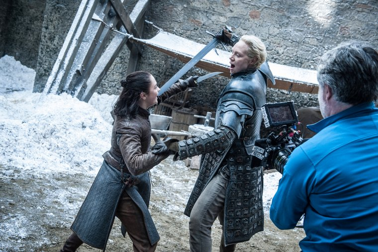 Game of Thrones - Maisie Williams (Arya Stark) et Gwendoline Christie (Brienne of Tarth) s'affrontent à Winterfell