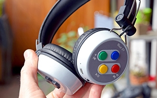 Un casque audio inspiré de la Super Nintendo